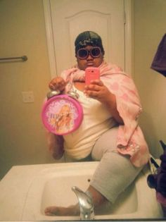 Have you ever felt just so fabulous that you felt like throwing that foot up in the sink and taking a selfie?
