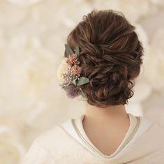 """小松彩花(スタジオAQUA横浜店/ヘアメイク) on Instagram: """". studio AQUA yokohama : . ふわふわヘアスタイルに#ドライフラワー で #アンティーク な雰囲気に💓 . . hair&make:)@sayaka.hm_aquayokohama . . *・゜゚・*:.。..。.:*・' . #プレ花嫁 #marry…"""" Cute Hairstyles, Wedding Hairstyles, Japanese Wedding, Hair Arrange, Hair Setting, Japanese Hairstyle, Japanese Outfits, Headdress, Flowers In Hair"""