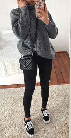 Here are 28 cute outfits with black jeans we have put together for you to look like a better street style star! Take a look to get inspired. Black Jeans Outfit Casual, Light Jeans Outfit, Black And Grey Outfits, Blue Jean Outfits, Casual Winter Outfits, Winter Fashion Outfits, Trendy Outfits, Fall Outfits, Skinny Jean Outfits