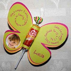 Tarjeta De Cumpleaños Infantil Con Golosina Candy Party, Party Favors, Secret Santa, 1st Birthdays, Party Time, Happy Birthday, Birthday Parties, Butterfly Party, Ideas Para Fiestas