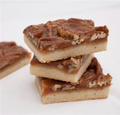 Pecan pie bars with toffee and graham cracker crust #cookies #modernbite