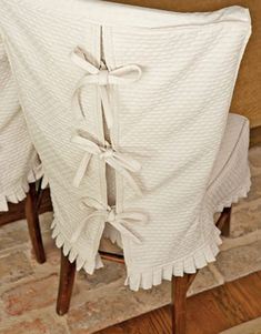 textured cotton slipcover with bow-tie closing - country living via Atticmag