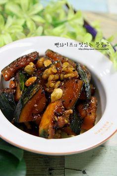 입에 살살 녹는 견과류 단호박조림 : 네이버 블로그 Easy Cooking, Healthy Cooking, Cooking Recipes, Food Design, Authentic Korean Food, Korean Dishes, Healthy Menu, Food Plating, Asian Recipes
