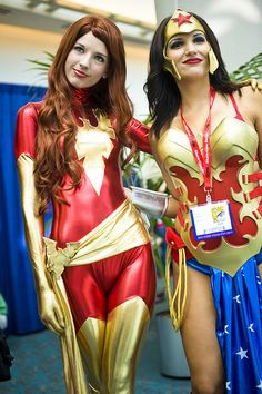 Comic-Con 2011 – Jean Grey & Wonder Woman by Onigun