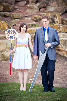Final Fantasy Engagement Photos. This is pretty cute nerdiness.
