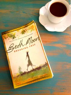Breaking Free - Beth Moore I think Beth is one of the best Women's Bible Study Teachers. She is energetic, never boring, sensitive and funny. Best Books To Read, I Love Books, Great Books, My Books, Breaking Free Beth Moore, Favorite Book Quotes, Beloved Book, Think, Break Free
