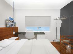 Quarto com Mezanino | Andressa Cobucci Estúdio. Recomenda-se que a mesa de estudos/trabalho localize-se diante da janela, assim recebe iluminação natural.