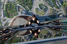 Dubai Burj Khalifa Tower high) - Tom Cruise in Ghost Protocol Mission Impossible 4