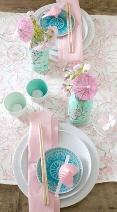 Pastel colors in a lovely Spring table setting. / cute for a mulan party Chinese Birthday, Japanese Birthday, Japanese Table, Japanese Dinner, Party Fiesta, Festa Party, Party Decoration, Table Decorations, Cherry Blossom Party