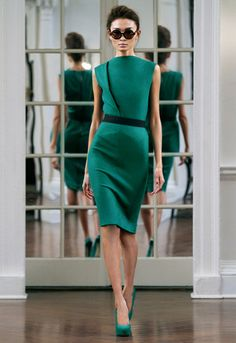 The official Victoria Beckham website. Shop the Victoria Beckham Ready to Wear collection. Clothing from Victoria Victoria Beckham, Denim, Accessories and Eyewear. Tight Dresses, Fall Dresses, Cute Dresses, Short Dresses, Evening Dresses, Style Victoria Beckham, Victoria Beckham Collection, Chic Dress, Dress Casual