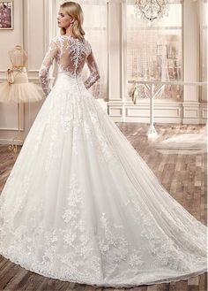 Gorgeous Tulle Bateau Neckline Ball Gown Wedding Dresses with Lace Appliques