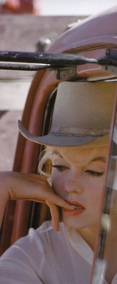 Marilyn on the set of The Misfits, 1960. Photo by Eve Arnold.