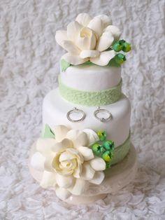 上品なガーデニアは人気です Clay Art *ケーキ型リングピロー Clay Art Wedding http://clayartwedding.net/ *ウェディングデコレーション そとぼうラスティックWEDDING WeddingFactory http://www.weddingpartyfactory.com/