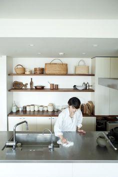 あちこちからひっぱりだこの人気料理家として忙しい毎日を送っているワタナベマキさん。ご自宅が仕事場を兼ねているの […]