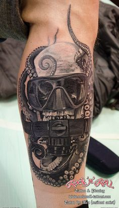 Diving Helmet And Octopus Tattoos On Leg - Tattoo Ideas, octopus tattoo Diving Helmet And Octopus Tattoos On Leg - Tattoo Ideas, Hai Tattoos, Dove Tattoos, Ocean Tattoos, Black Tattoos, Tatoos, Celtic Tattoos, Octopus Tattoo Sleeve, Octopus Tattoo Design, Octopus Tattoos