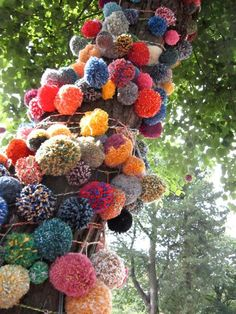 Guerilla Knits, Guerilla Knitting, Knits Bombs, Guerilla Art Knitting, Street Art, Yarns Bombs, Pom Poms, Crafts Art Pro › graffitialbum.com