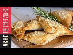 Κοτοπιτάκια | Kitchen Lab by Akis Petretzikis - YouTube Chef Recipes, Sweets Recipes, Greek Recipes, Gyro Pita, Greek Pastries, Greek Cooking, Pizza, Hot Dog Buns, I Foods