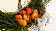 Ouă vopsite pentru Paști in coji de ceapă / Eggs dyed in onion skin for ...