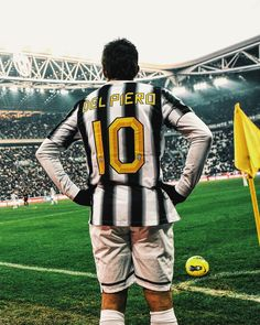 Del Piero Legends Football, Football Soccer, Good Soccer Players, Football Players, Juventus Wallpapers, Messi And Ronaldo, Football Images, Juventus Fc, Soccer World