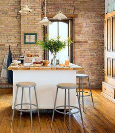 Olá, bom dia! Para você que ama o estilo casa de campo, as cozinhas a seguir, trazem o doce encanto campestre para dentro de casa, e deix...