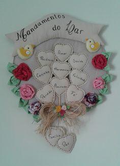 Guirlanda Mandamentos do Lar | Madrecita | Elo7 Bear Felt, Felt Bows, Crochet Flowers, Dream Catcher, Diy And Crafts, Shabby Chic, Patches, Baby Shower, Lettering