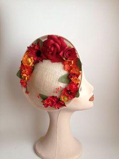 // Pinned by Ellen Rus. Sombreros Fascinator, Fascinator Hats, Fascinators, Headpieces, Look Vintage, Vintage Hats, Vintage Purses, Vintage Floral, Fedora Hat Women