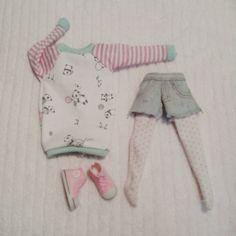 Mira este artículo en mi tienda de Etsy: https://www.etsy.com/listing/231813269/maxi-sweater-for-blythe-pureneemo-licca