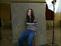 """""""Freaks And Geeks"""" - Linda Cardellini as Lindsay Weir Yearbook Pictures, School Pictures, Freeks And Geeks, Lindsay Weir, Photographer Headshots, Picture Day, Teen Vogue, Look Cool, Pretty People"""