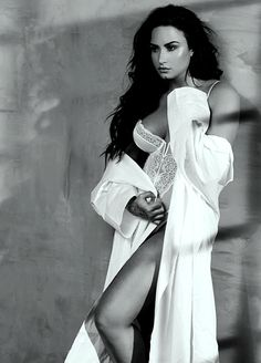 Demi Lovato ♛♔♕☻ Demi Lovato Beautiful in white Boxe Fitness, Simply Beautiful, Beautiful Women, Demi Lovato Body, Demi Love, Divas, Gal Gabot, Poses, Female Singers
