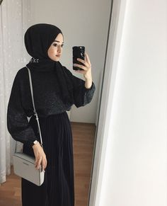 ve gelinlik modelleri arya. Muslim Women Fashion, Modern Hijab Fashion, Abaya Fashion, Modest Fashion, Hijab Outfit, Hijab Skirt, Modest Outfits, Chic Outfits, Fashion Outfits
