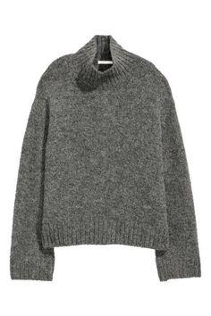Pull en douce maille enrichie d une touche de laine. Modèle à col droit 95f32b2038c0