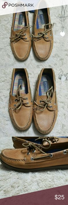 ⛵Sperry Loafers⛵ Brown leather loafers. Women size is 8.5. There are scuffs on the top of the shoes. Did not wear them much, they were sitting in my closet. They do fit true to size. Please feel free to ask questions. Sperry Top-Sider Shoes Flats & Loafers