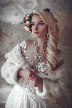 Vintage Fur, Vintage Bridal, Vintage Girls, Retro Vintage, Wedding Fur, Dream Wedding, Wedding Gowns, Mode Baroque, Fantasy Photography
