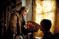 The Hours Three interconnected stories from 1951 and The pic shows the 2001 story with Clarissa (Streep) visiting Richard (Ed Harris) who is dying of AIDS. Meryl Streep, Great Movies, Picture Photo, Photo Galleries, In This Moment, Film, Painting, Imdb Movies, Tv