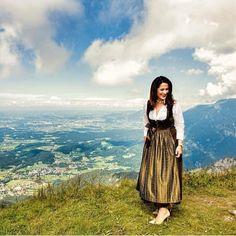 "Wunderschönes Land mit ""passender"" Ministerin Brave, Michaela, Models, Instagram, Outdoor Camping, Women's, Nice Asses, Templates, Fashion Models"
