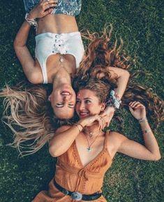 Photo Best Friends, Best Friends Shoot, Best Friend Poses, Photoshoot Ideas For Best Friends, Poses With Friends, Photos Bff, Friend Photos, Friendship Photoshoot, Friend Poses Photography