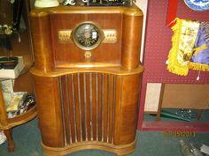 Vintage radio, nice cabinet. Montgomery St. Antique Mall, Ft. Worth, Tx.