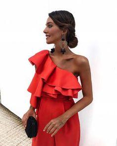 Ideal el mono, salvo por que es naranja en vez de rojo... pero incluso creo que me gusta más así! Ahora os dejo todo en mi perfil de 21… Elegant Outfit, Red Dress Outfit Casual, Dress Outfits, Fashion Outfits, Womens Fashion, Bridesmaid Dresses, Prom Dresses, Summer Dresses, Formal Dresses