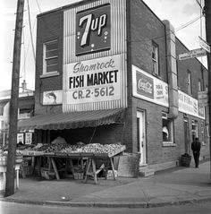Jean Talon Market with picture! Vintage Year, Old Montreal, Good Old Times, Fish And Chips, Canada, Black N White, Sweet Memories, Vintage Photographs, Old Pictures