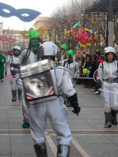 Fiestas de #Carnaval en #Asturias. Este año no te lo vas a perder. #Gijon #Fiestas #Disfraces Pin Image, Spain, Pictures, Beautiful, Travel, Pageants, Orchestra, Photos, Viajes