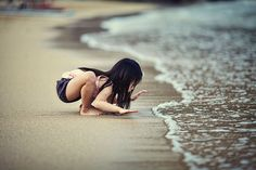 Kid and the Sea, Ian Taylor - Finding Beauty in the ordinary photos Image Emotion, Vive Le Sport, John Lennon, Beautiful Children, Precious Children, Belle Photo, Children Photography, Beach Photography, Photography Portraits