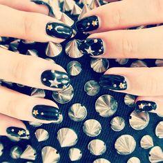Jimmy Choo風♡    #jimmychoo #nail #me #favoriteaoyama #blacknail #star #studs #goldstuds #silverstuds #japan #nailart #nails