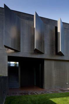 concrete L23 House designed by Pitágoras Arquitectos