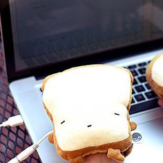 USB toast handwarmers! Plug into any USB port and they heat up - best part is you can type with them! I WANT THESE!