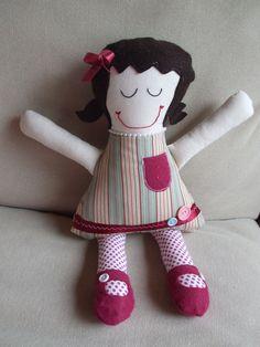 Béatrice est une poupée de chiffon faite à la main, excellent cadeau pour toutes occasions, lavable et durable pour encore plus d'amour à donner et à recevoir,  50$, 3+