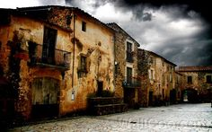 Google képkeresési találat: http://www.wallcoo.net/human/HDR_Spain_Girona_Cityscape_1920x1200/images/%255Bwallcoo_com%255D_HDR_cityscape_la_pla_a_de_Pbol.jpg