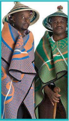 Komberse vervul nie net 'n dekoratiewe modefunksie in die Sotho-kultuur nie, maar gee 'n aanduiding of die draer getroud is, wat sy status in die gemeenskap is en selfs waar hy vandaan kom. African Fashion, African Style, Tribal Dress, African Culture, African Design, Zulu, People Of The World, African Dress, Cosplay Costumes