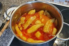 Plnená+paprika+(videorecept) Pot Roast, Thai Red Curry, Ethnic Recipes, Food, Fall Of Man, Tomato Juice, Red Peppers, Meat, Carne Asada