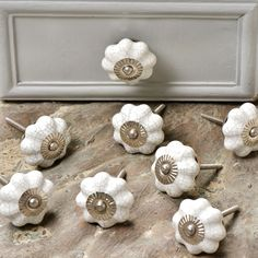 Online ceramic crackle knobs, Ideal for drawers, cabinets, wardrobes, and doors. Available in a wide range. Kitchen Knobs And Pulls, Kitchen Hardware, Ceramic Door Knobs, Glass Door Knobs, Decorative Knobs, Furniture Hardware, Rustic Kitchen, Wardrobes, White Ceramics