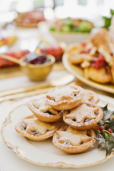Confira clicando no pin um curso com várias receitas deliciosas para lucrar e ter uma renda extra nesse fim de ano. São receitas como chocotones, panetones, bolos de natal, sobremesas, biscoitos, bombons e outros. Saiba mais! Gourmet Recipes, Appetizer Recipes, Dessert Recipes, Cooking Recipes, Easy Recipes, Appetizers, No Cook Desserts, Great Desserts, Shopping Lists